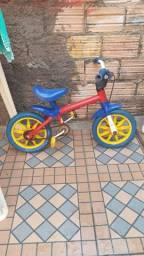 Vendo uma bicicleta infantil no valor de 50