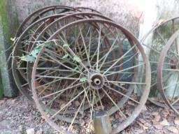 Troco Rodas de Arado de Ferro Fundido por Rolos de Arame Farpado