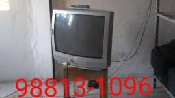 Televisão Philips 21 Polegadas, tem garantia de 30 dias e controle