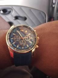 Esse e um ótimo relógio ? conservado pouco de uso  pulseira de silicone banhado a ouro