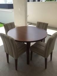 Mesa redonda madeira maciça e cadeiras