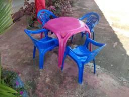 Conjunto de Mesa e cadeiras Infantis ( Nunca  foram usadas )- R$ 70,00