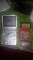 Vende se game boy advance sp com três cartuchos