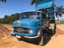 Caminhão caçamba Mercedes toco