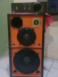 Caixa de som com amplificador