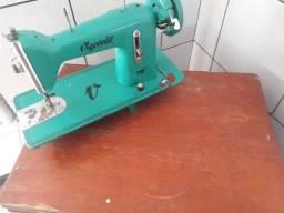 Máquina de costura em bom estado