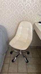 Vendo 2 cadeiras novinhas!
