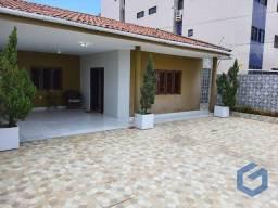 Linda casa ,com moveis projetados ,3 quaros ,DCE,quarto de deposito ,2 cozinhas ,jardim de