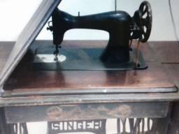 Máquina de costura Singer Americana.