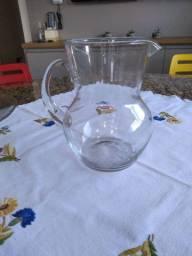 Jarra de vidro lapidada