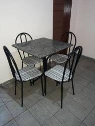 Mesa e cadeiras pra vender logo