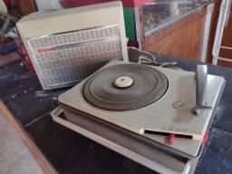 Antiga Vitrola portátil Philips de maleta