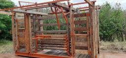 Tronco ou brete-balança para imobilização e/ou passagens bovinas