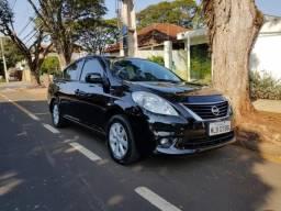 Nissan Versa SL 1.6 Flex em ótimo estado - 2013