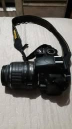 """Vendo na caixa câmera """"Nikon DX"""" completa de 2.999,00 por 2.000,00"""