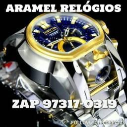 Relógio INVICTA Magnum Prata em Mãos
