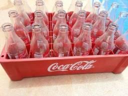 Engradado de Coca KS com 24 garrafas vazias
