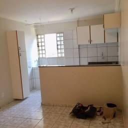 Aluga-se apartamento no Polo de Modas-Guará II