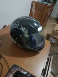 Vendo capacete escamoteavel seminovo