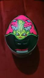 Vendo capacete semi novo Axxis