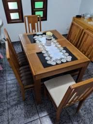Mesa retrátil em ótimo estado, 6 ou 4 cadeiras.