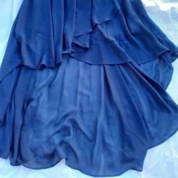 Saia longa em tecido fino,  aberturas frente/lateral.