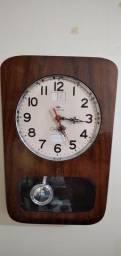Relógio antigo de parede.