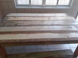 Mesa de madeira estilo demolicao
