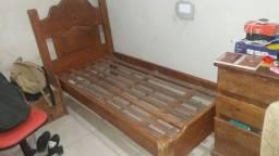 Vendo cama de solteiro. Madeira boa!
