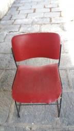 Cadeira empilhavel vermelha
