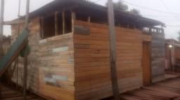 Vende se esta casa de madeira 6.000,00 reais