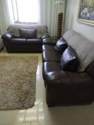 Sofá de couro marrom, bem conservado