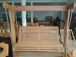 Balanço mesa cadeiras artigo de madeira