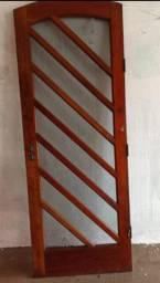 Porta estilo colonial com vidro
