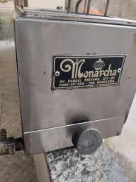 Fritadeira à gas monarcha funcionando