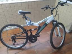 Bicicleta com Macha e Amortecedores...