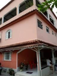 Casa com 03 residencias - valor total R$ 300 mil