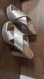 Usado 3 vezes o sapato dourado,e o tamanco 1 vez