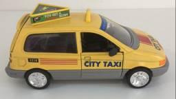 Miniatura de Metal Táxi Amarelo