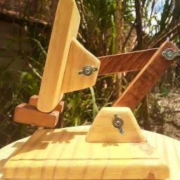 Suporte para celular TOTALMENTE  ajustável em madeira (Dias Davila)