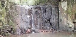Linda área de terra com cascata a 8.5km do centro de Nova Petrópolos!