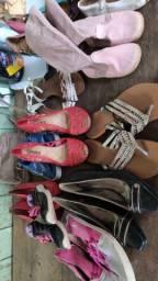 Vendo fardos de sapatos unissex por apenas 500 com 100 pares