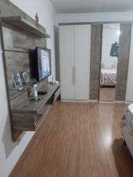 Guarda roupa 7 portas com espelho e painel para TV.