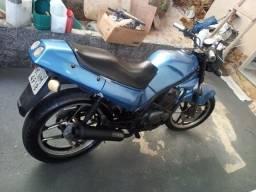 Moto Suzuki 125 sucata de leilão