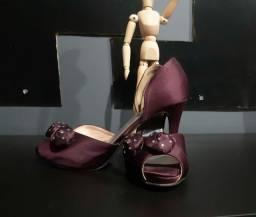 Sapatos de Festa  Tam.36 Modelo Peep Toe  de Cetim  130,00