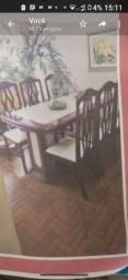 Mesa, estante e espelho