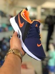 Tênis Nike sola alta