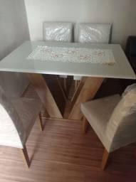 Mesa tampo de vidro 4 cadeiras almofadadas