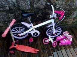 Bicicleta infantil, patinete e roller.