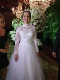 Vestido de noiva longo e rodado